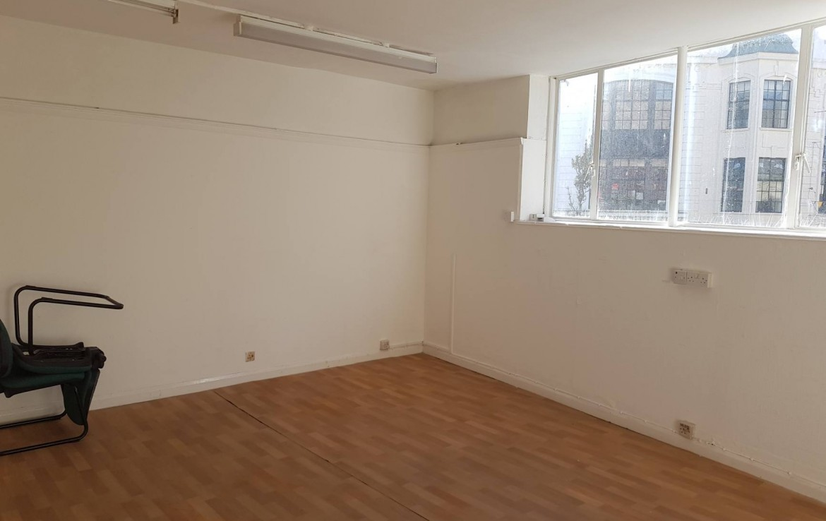 To Let shop in worthing town centre short term or long term let